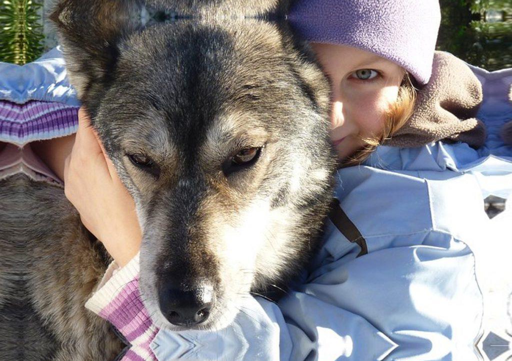 portrait chien et fille